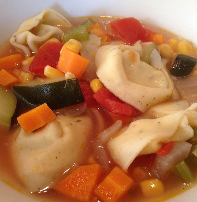 Italiaanse Groenten soep met Tortellini