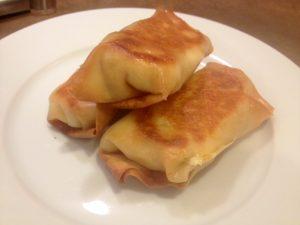 Omeletrolletjes met verse roomkaas en ham