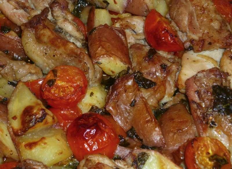 krokante kipkarbonades met aardappel en tomaatjes